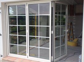 Porte fenêtre repliable en intérieur